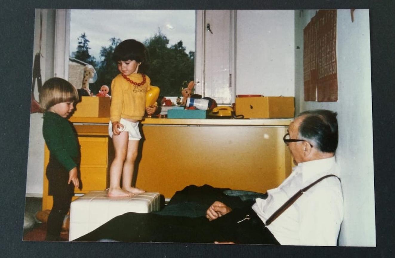Keltainen kirjoituspöytä vuonna 1978 Munkkivuoressa